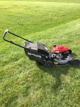 NEW STYLE HONDA MOWER WITH BAG AND MULCH FOR PARTS OR REPAIR MISSING  BAR ON HANDLE in Naperville, Illinois