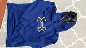 Boys Under Armour Sweatshirt in Joliet, Illinois