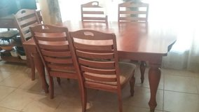 Huge All Wood Broyhill Dining Rm Table w/2 extra leafs to make table bigger w/ 6 chairs cream cu... in Lawton, Oklahoma