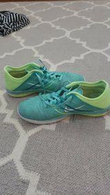 Girls Nike running shoes 6.5 in Joliet, Illinois