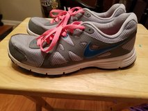 Women's Nike shoes size 9.5 #554900-006 in Fort Campbell, Kentucky
