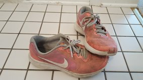 Girls Size 4 Nike in Glendale Heights, Illinois