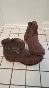 Girls Size 4 Like New in Glendale Heights, Illinois