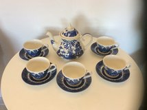 BLUE & WHITE ORIENTAL DESIGN TEAPOT + SET OF CUPS /SAUCERS in Lakenheath, UK