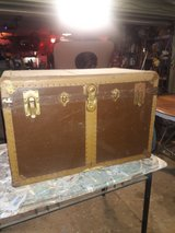 vintage trunk to refurbish good condition needs to be cleaned in Conroe, Texas