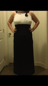 Beautiful black and white ball gown/dress!! Size 10 in Camp Lejeune, North Carolina
