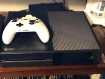 Xbox one 500 gb white white controller and charger pack with charger and fallout 4 in Fort Leonard Wood, Missouri
