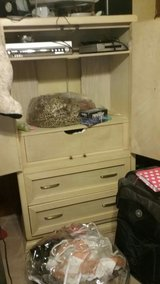 Tv or clothes ArWire Cabinet good  Sturdy quality good shape in Lawton, Oklahoma