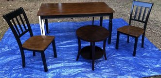 BEAUTIFUL BROWN DINING TABLE WITH 2 CHAIRS AND END TABLE in Wiesbaden, GE