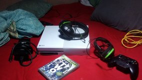 White Xbox one package in Fort Leonard Wood, Missouri