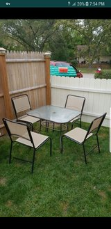 Table with 4 chairs in Sugar Grove, Illinois