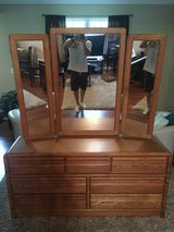 Dresser and Matching Bedroom Set in Chicago, Illinois