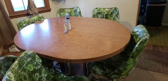 70's Style Table and Chairs in Fort Leonard Wood, Missouri
