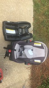 Graco car seat with 2 bases in Fort Benning, Georgia