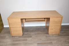 Large Desk in great condition! Solid Wood FREE DELIVERY in Kingwood, Texas