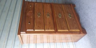 Tall boy dresser broyhill brand with 5 drawers in good working condition in Fort Bliss, Texas