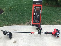 Troy Bilt TB42BC - 27cc Straight Shaft 2 Cycle Gas Trimmer + Edger Attachment. in Naperville, Illinois
