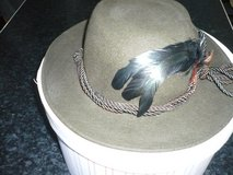 Ladies hat green with feathers $16 in Stuttgart, GE