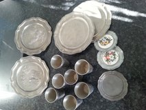 cups and plates tin very good shape $8 in Stuttgart, GE