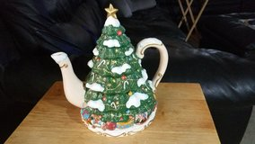 Christmas Tree Tea Pot in Warner Robins, Georgia