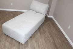 Gray Modern Ming Chaise, in EXCELLENT condition! in Houston, Texas
