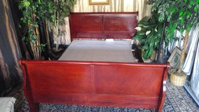 Solid wood cherry Queen size sleigh bed frame - in Fort Campbell, Kentucky