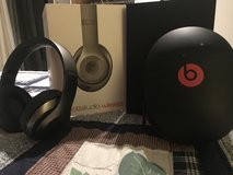 Beats studio wireless over ear titanium headphones in Stuttgart, GE
