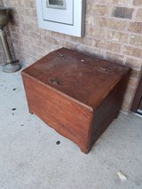 Small Wood Chest in Fort Leonard Wood, Missouri