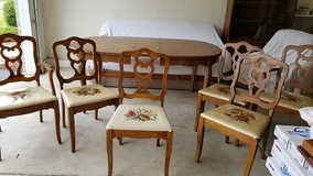 Dining Room Table & Chairs in Lockport, Illinois