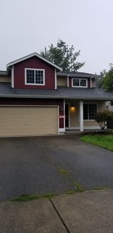 Large, beautiful house close to everything you could want in Fort Lewis, Washington