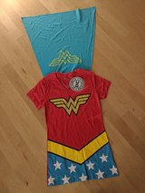 NEW Wonder Woman T-SHIRT with Cape Small in Wiesbaden, GE