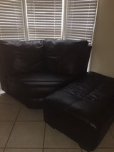 Comfy ottoman! Excellent condition in Leesville, Louisiana