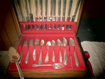 VINTAGE SILVERWARE BOX With Set For 12 in Yorkville, Illinois