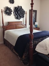 Queen poster bed in Shorewood, Illinois