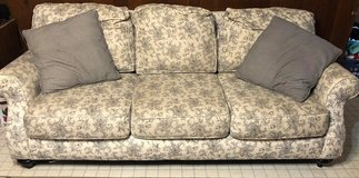 Broyhill Couch for Sale in Perry, Georgia