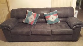 Couch and Recliner Like New in El Paso, Texas