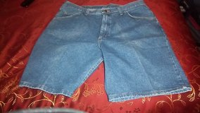 New Men's  Wrangler relaxed fit shorts size 42 with tags in Alamogordo, New Mexico