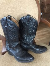 Mens Black Cowboy Boots 7.5D Can fit a woman's Sz 8 in Quad Cities, Iowa