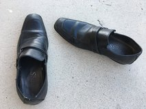 Mens leather slip on shoes size 9 in 29 Palms, California