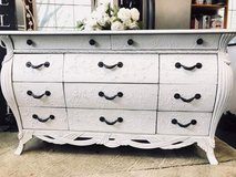 Stunning Bombay chest with Beautiful detail in St. Charles, Illinois