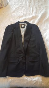 Sz 8 suit top worn once for an hr in Fairfax, Virginia
