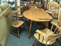 Table and 5 chairs in St. Charles, Illinois