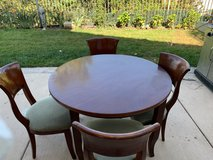 Indoor Table & Chairs in Oceanside, California