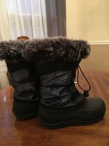 Kamik Solstice Snow Boot Girls Size 4 in Naperville, Illinois