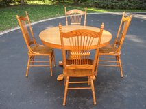 Table and Chairs in New Lenox, Illinois