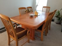 Dining Room Table w/ 6 chairs in Aurora, Illinois