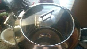 Huge silver pot w/ cooper bottom w/lid great for cooking 16qt? in Oklahoma City, Oklahoma