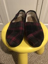 TOMS plaid shoes/slippers sz 9 in Fairfield, California
