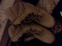 men's boots size 9 in Yucca Valley, California
