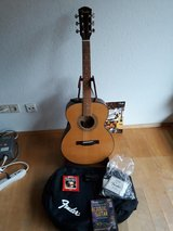 Fender Acoustic FA-1250S Guitar with Soft Case and Extras in Stuttgart, GE